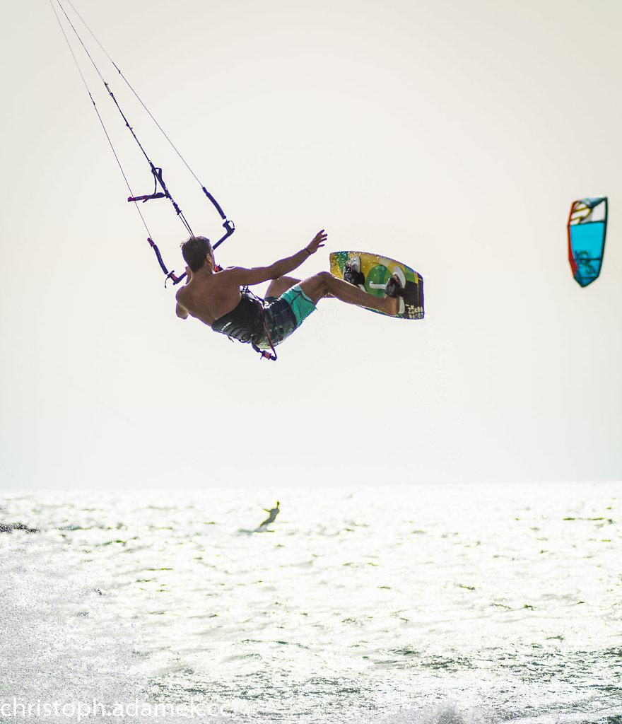 052-Kitesurfing.jpg