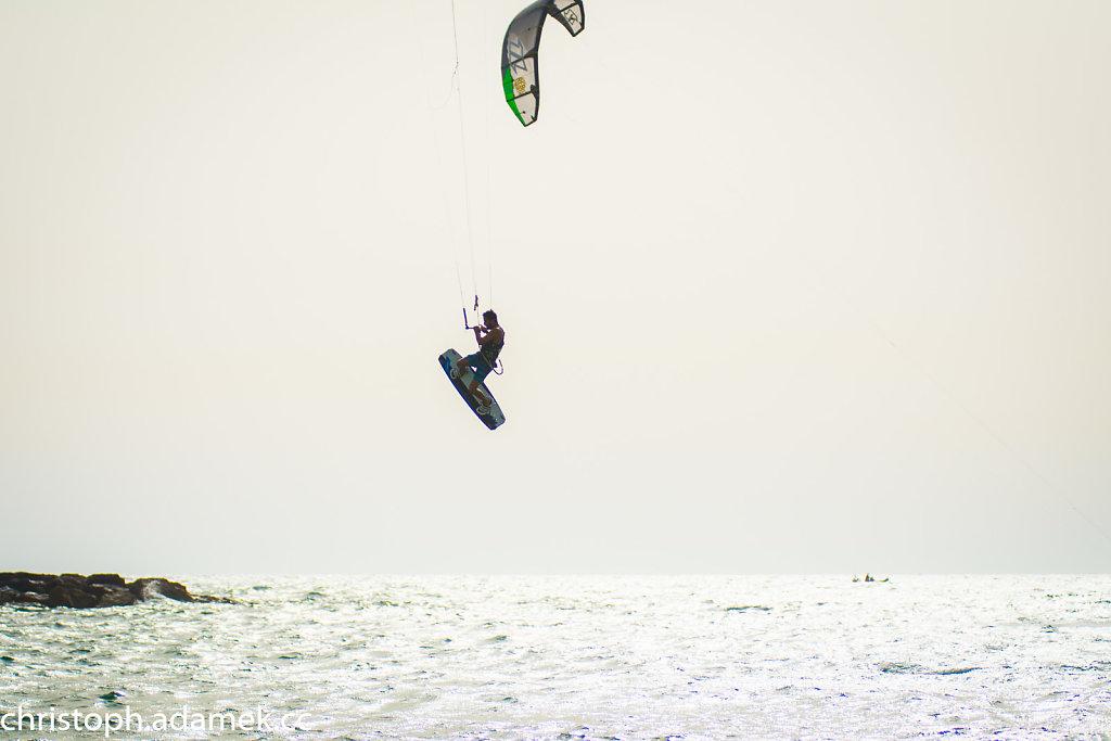 058-Kitesurfing.jpg